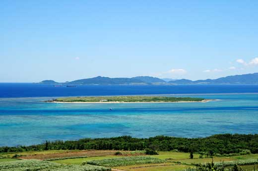 大岳展望台から見た八重山の海