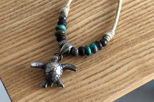 ウミガメのネックレス